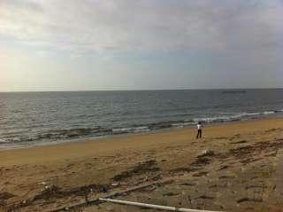 さて、ここは海
